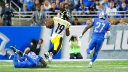 Pittsburgh Steelers wide receiver JuJu Smith-Schuster (19) breaks downfield for a 97-yard touchdown run during the second half of an NFL football game against the Detroit Lions, Sunday, Oct. 29 2017, in Detroit. (AP)
