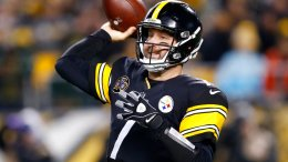 Pittsburgh Steelers quarterback Ben Roethlisberger (7) throws a pass during the first half of an NFL football game against the Green Bay Packers in Pittsburgh, Sunday, Nov. 26, 2017. (AP)