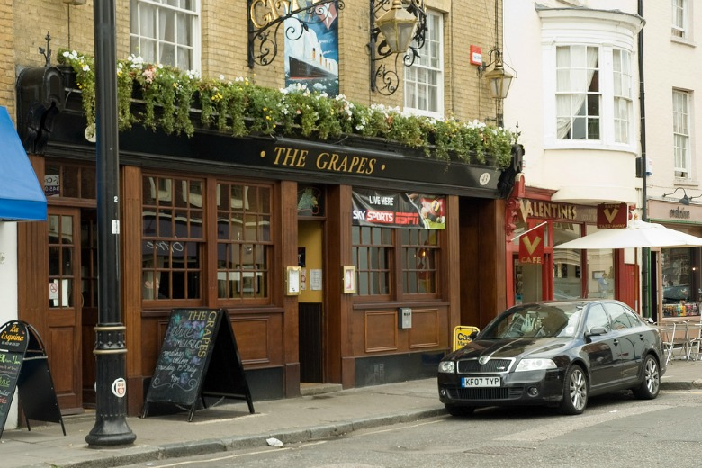 The Grapes Pub in Southampton England