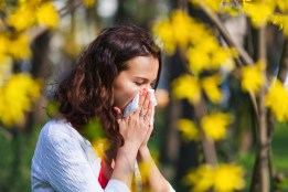 protect your eyes during allergy season