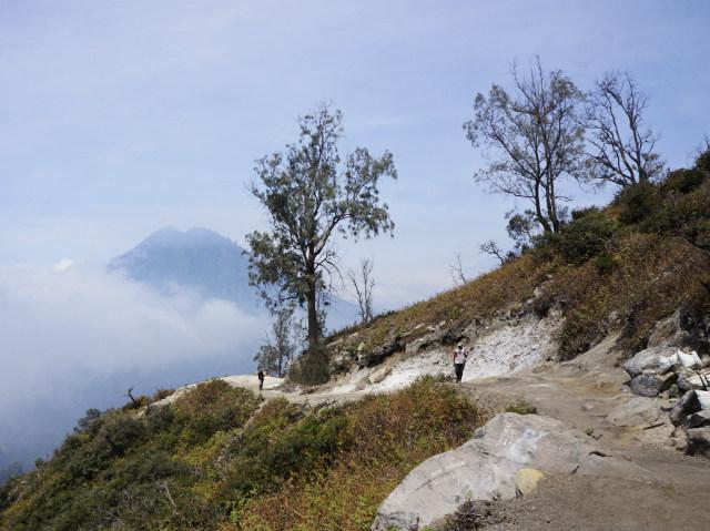trek to go to ijen crater