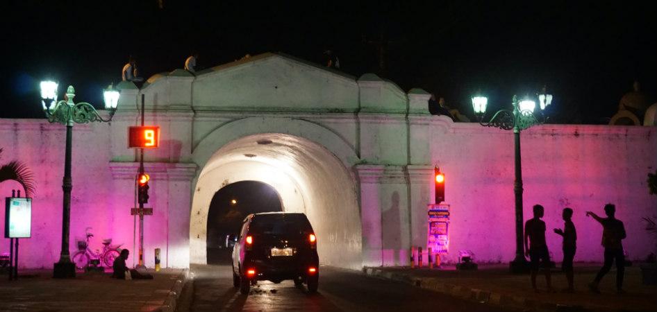 alun-alun kraton at night