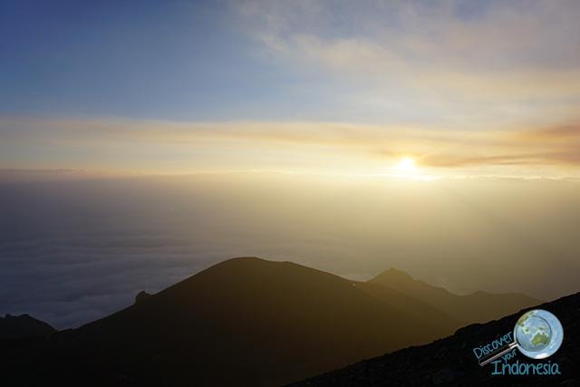 hiking merapi volcano sunrise