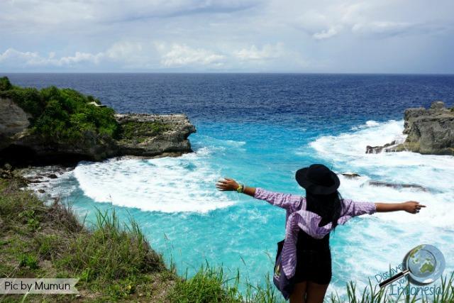 blue lagoon cliff jump at ceningan