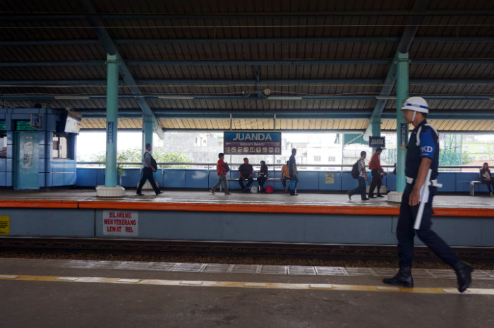 how to get from Jakarta to Bogor by Train