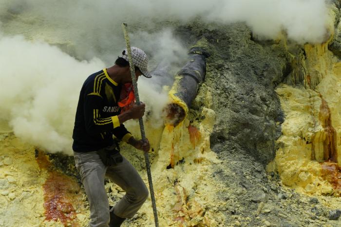 sulphur miner Ijen