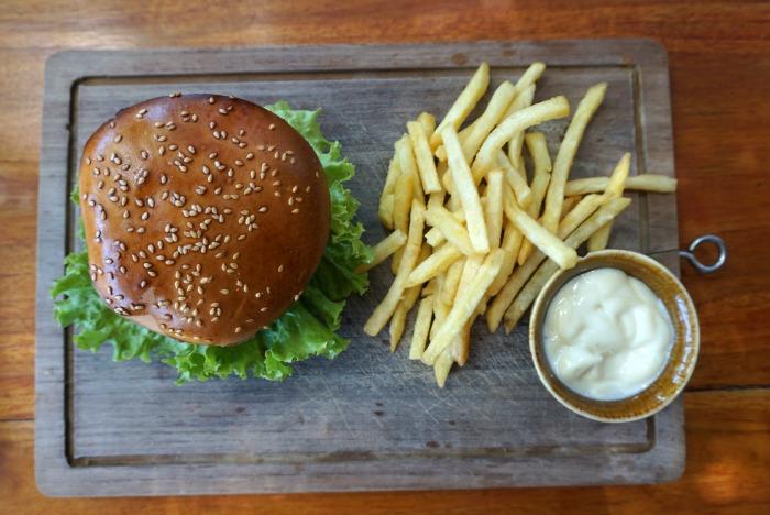 eat well burger seminyak