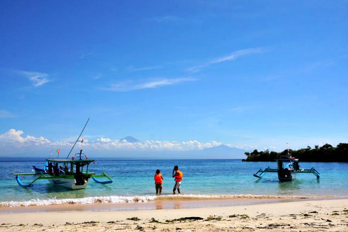 Pink Beach Lombok near Jeeva Beloam
