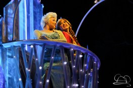 Anna and Elsa in Disneyland's Paint the Night Parade.