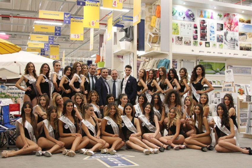 Tutte le Miss all'interno del negozio