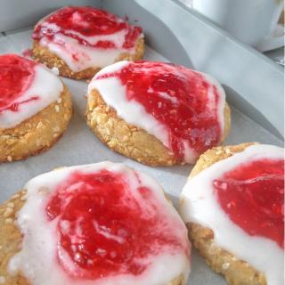 Sesame cookies with raspberry jam recipe diybites