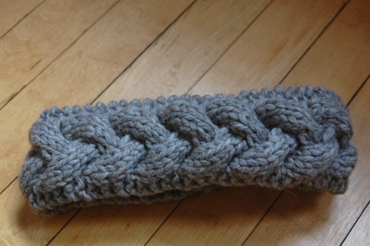Free cable-knit headband knitting pattern