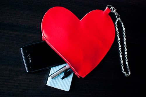 Learn how to make a heart wrist bag or clutch that would be perfect for Valentine's Day.