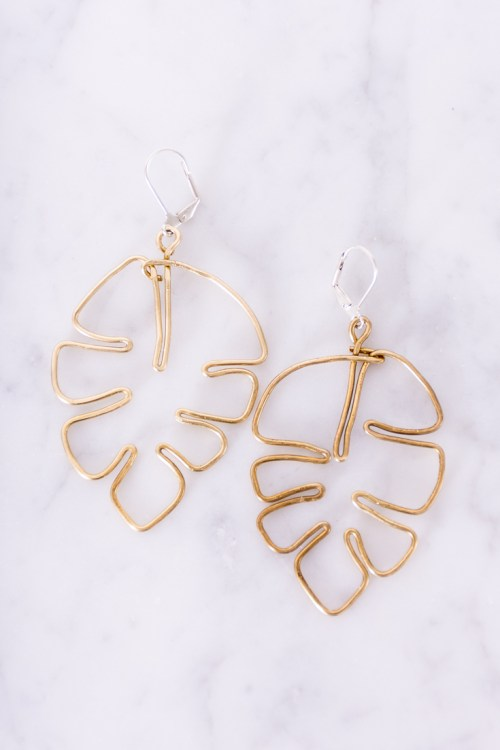 Plant ladies, learn how to make your own brass monstera leaf DIY earrings