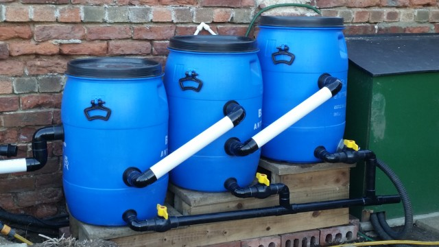Diy pond filters make your own pond filter for Fish pond water filtration system