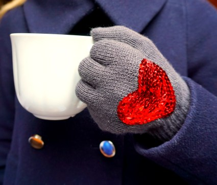 Very easy DIY gloves with sequins
