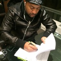 Grammy Award winning artiste Shaggy inks record deal with Sony.