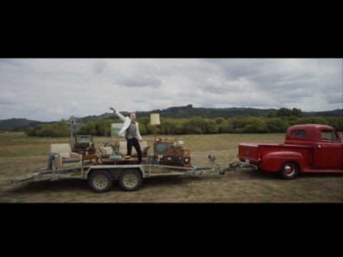 Macklemore & Ryan Lewis feat Ray Dalton- Can't Hold Us (Music Video)