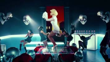 Madonna- Give Me All Your Luvin' feat. M.I.A. & Nicki Minaj (Music Video)