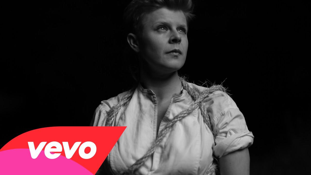 Royksopp & Robyn- Do It Again (Music Video)