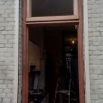 Door ons gemaakt en geplaatst raamkozijn met klapraam
