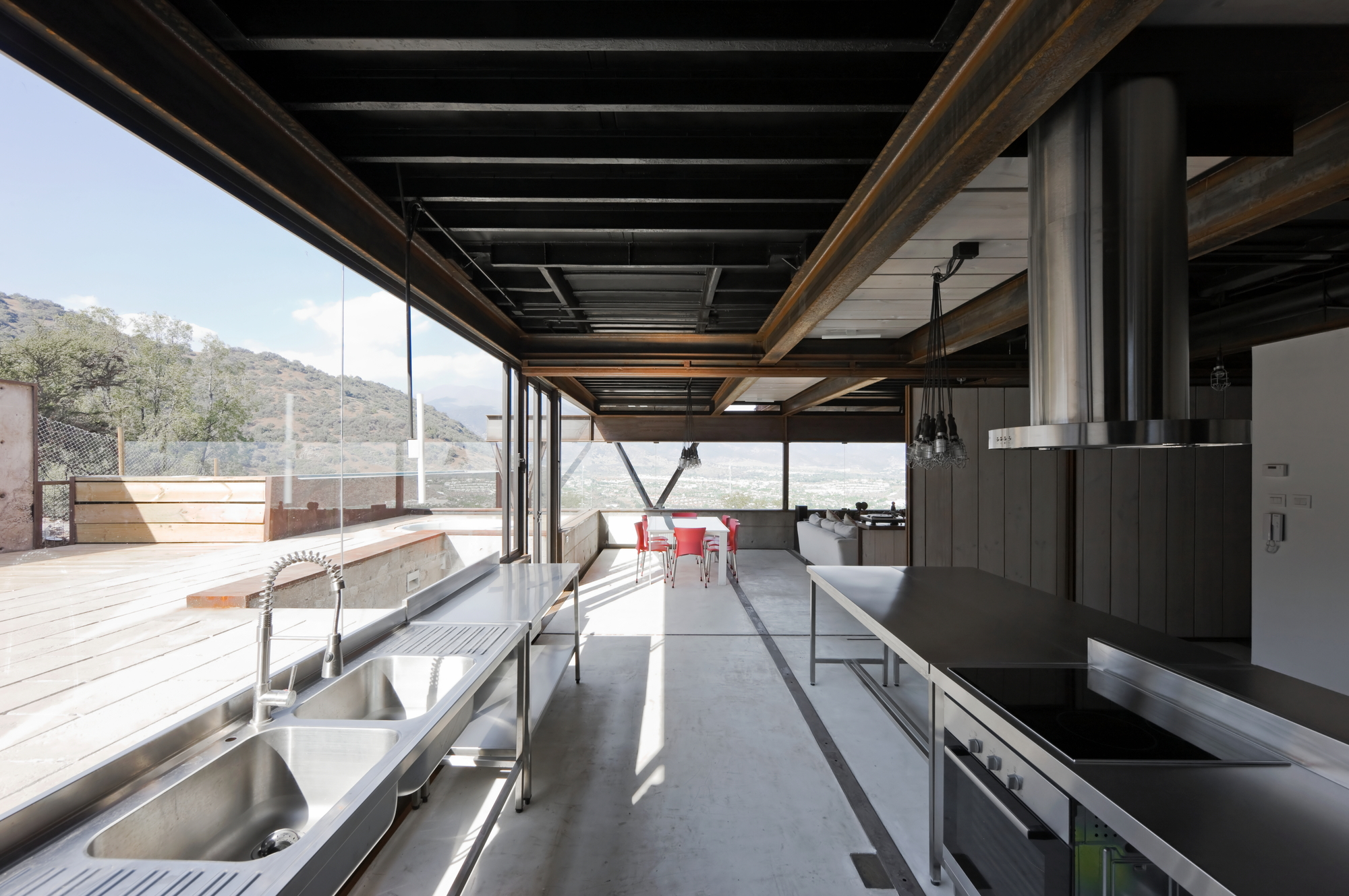 Caterpillar House: Shipping Containers Meet Modern Design   Dock to ...