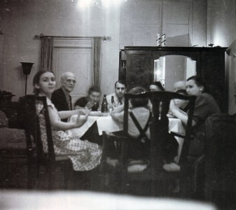 Празднование нового 1955 года в квартире № 8.