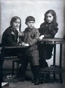 Дети Богдасара Вартанова — Србуи (1915 г.р.), Мелик (1919 г.р.), Маргарита (1916 г.р.).  Москва, середина 1920-х годов