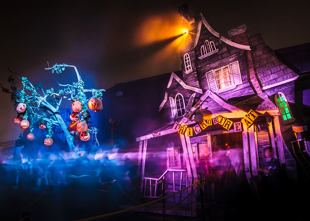 Knott's Scary Farm Trick or Treat Exterior