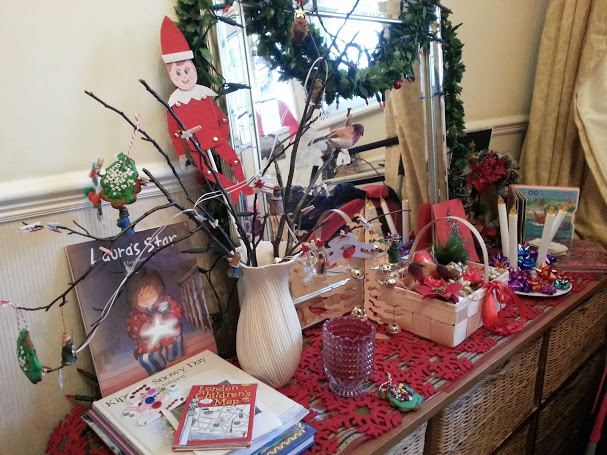 Christmas discovery table