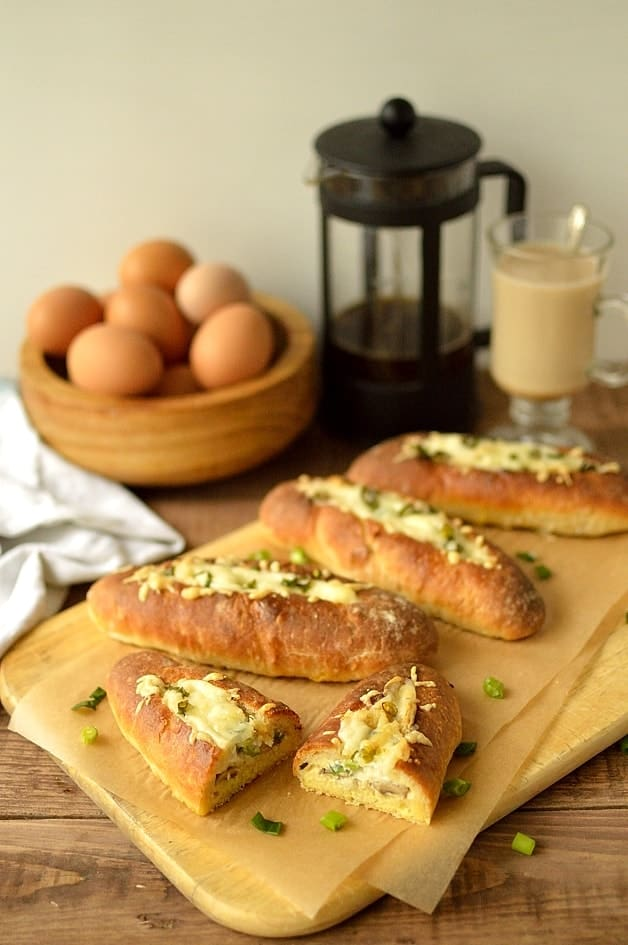 Garlic mushroom & manchego cheese baked egg bread boats