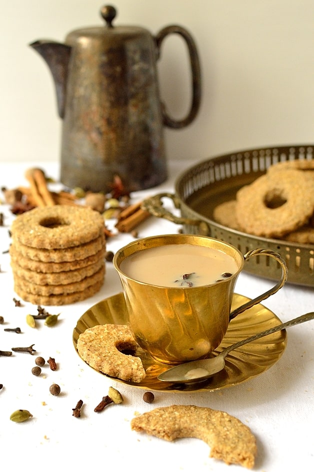 Masala chai tea spiced rye shortbread biscuits - Domestic Gothess