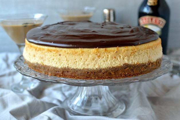 Baileys Irish Cream cheesecake with ginger crust and Baileys Ganache - Domestic Gothess