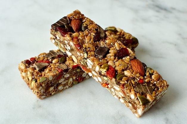 No-bake superfood chewy granola bars, packed full of seeds, nuts, dried fruit and dark chocolate