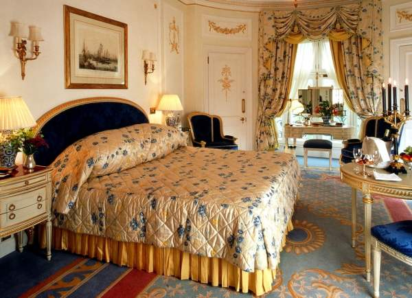 Deluxe-Green-Park-Suite-Interior-Design-of-The-Ritz-London