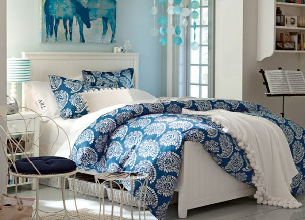 Modern-Bedroom-for-Teenagers-Sky-Blue-Paint-for-teen-girls-bedroom