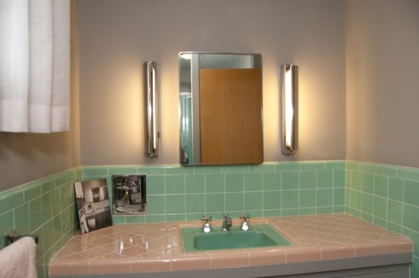 daytrip-electricbathroom_t640