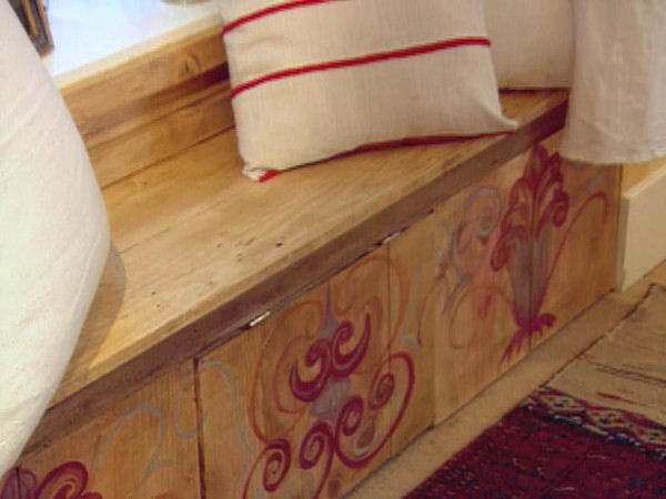 french-country-style-furniture-bench-with-scroll-pattern-600x450