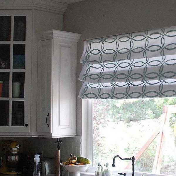 Kitchen-Tier-Curtains-With-Faucet-Design
