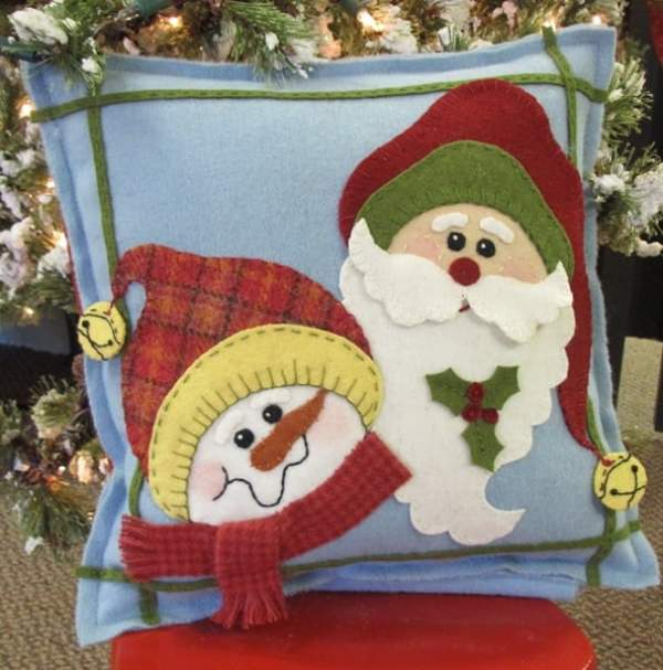 0001907_christmas-buddies-wool-pillow_600