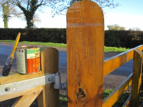 painting fences gates yacht varnish (2)