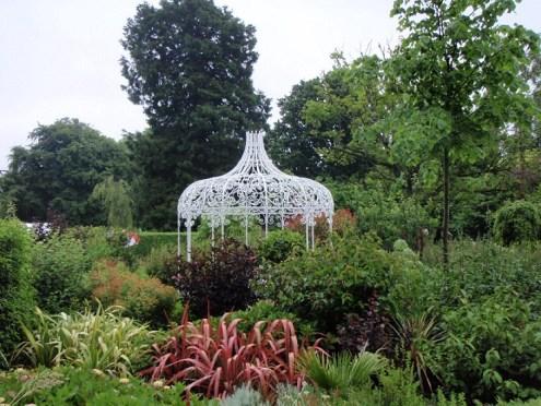 bespoke garden features