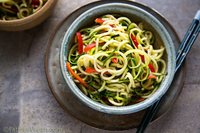 delicious zucchini noodles with sesame ginger sauce