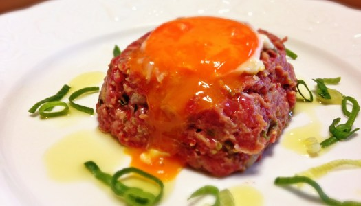 Steak Tartar à moda do Do Pão ao Caviar
