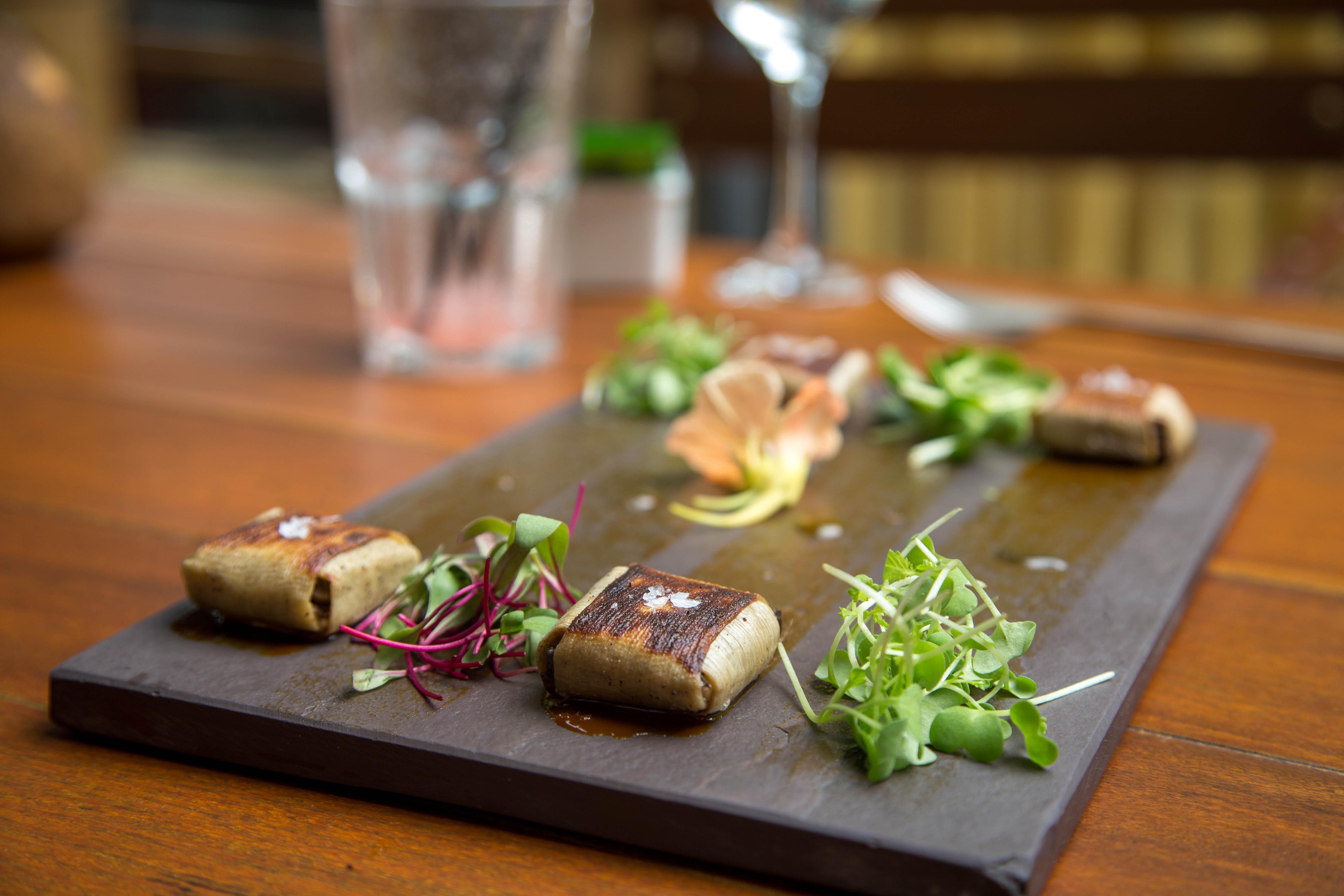 Ravioli de pupunha recheado com cogumelos