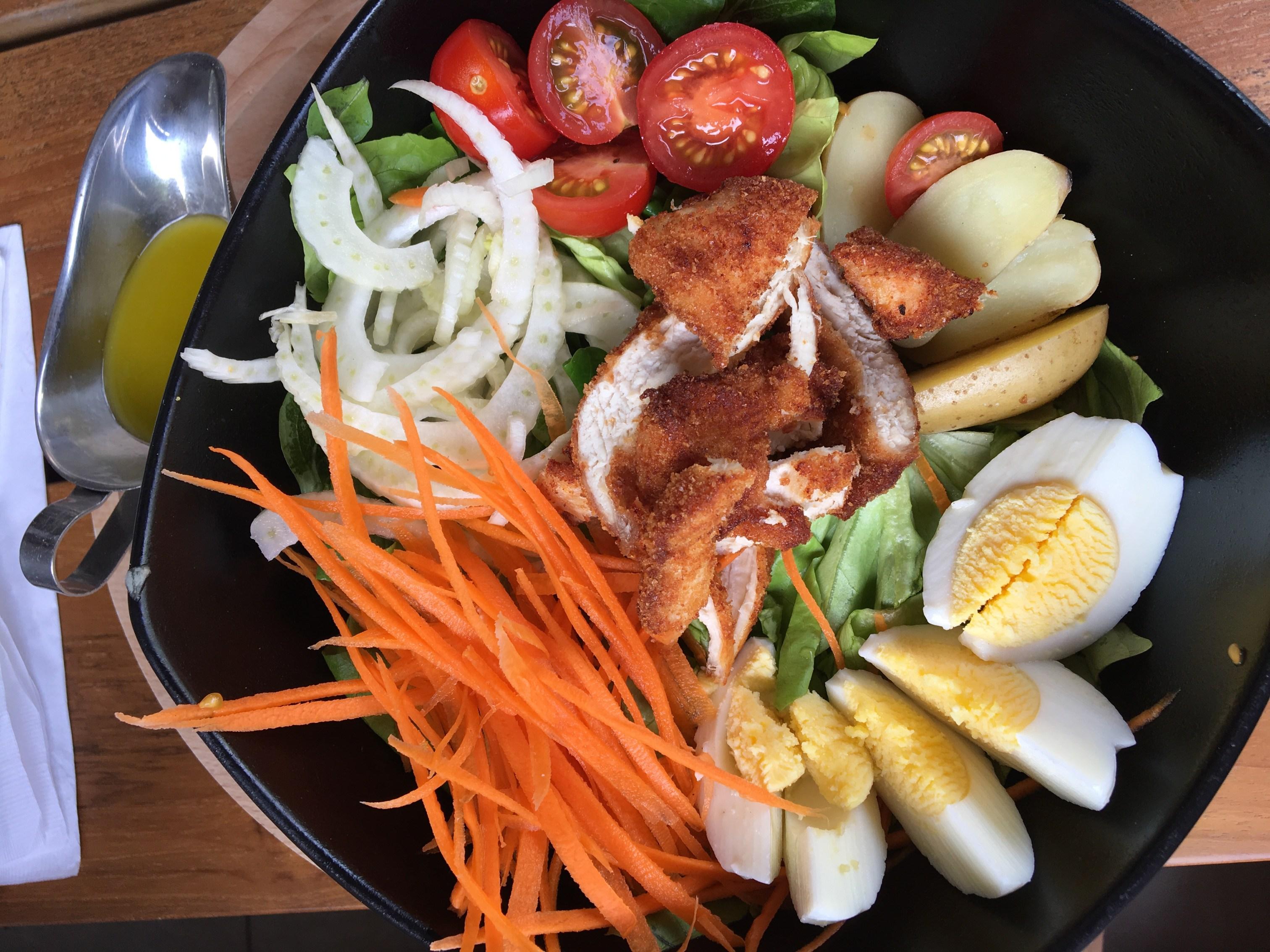 Salada com frango a parmegiana