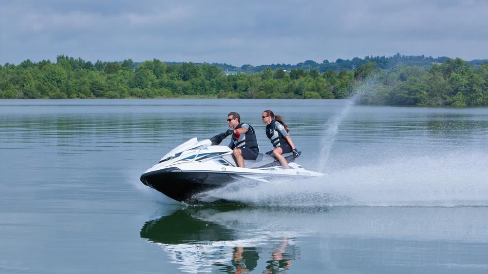 2015-Yamaha-FX-Cruiser-SHO-EU-Pure-White-Action-007