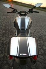 2015 Ducati Diavel Carbon vertical profile