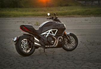 2015 Ducati Diavel Carbon side profile
