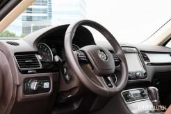 2014 Volkswagen Touareg TDI cockpit